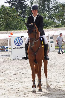 Sieg für Stakkolensky mit Wertnote 8.2 in einer SpringPferdePr. Kl.A